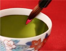 緑色に光る笹紅