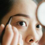 濃い眉にはペンシルは使わない!? 美容家が教える「垢抜け眉メイク」のコツ
